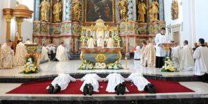 U Varaždinskoj katedrali u red đakona primljena četvorica bogoslova
