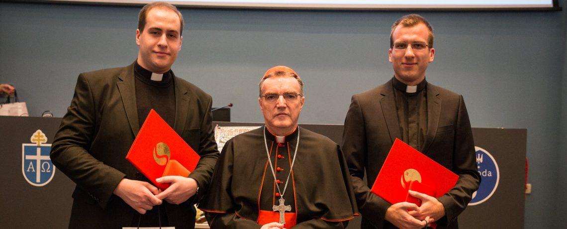 Spomen-medalju Druge sinode Zagrebačke nadbiskupije primio Oktet bogoslova i Pontifikalna asistencija zagrebačke katedrale