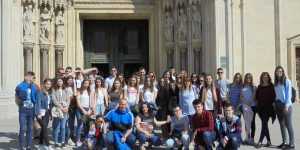 Posjet mladih iz Slavonskoga Broda zagrebačkoj Bogosloviji