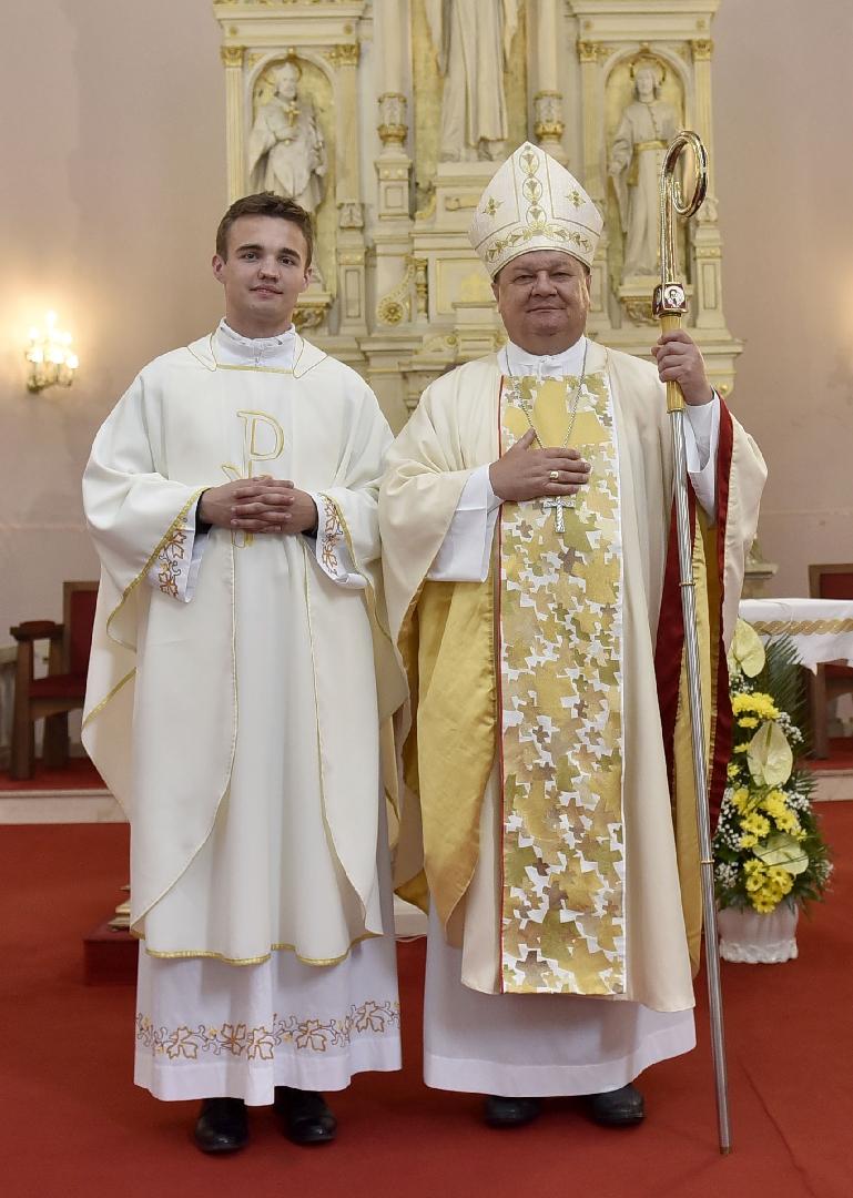 čestitke za svećeničko ređenje Svećeničko ređenje u Bjelovaru čestitke za svećeničko ređenje